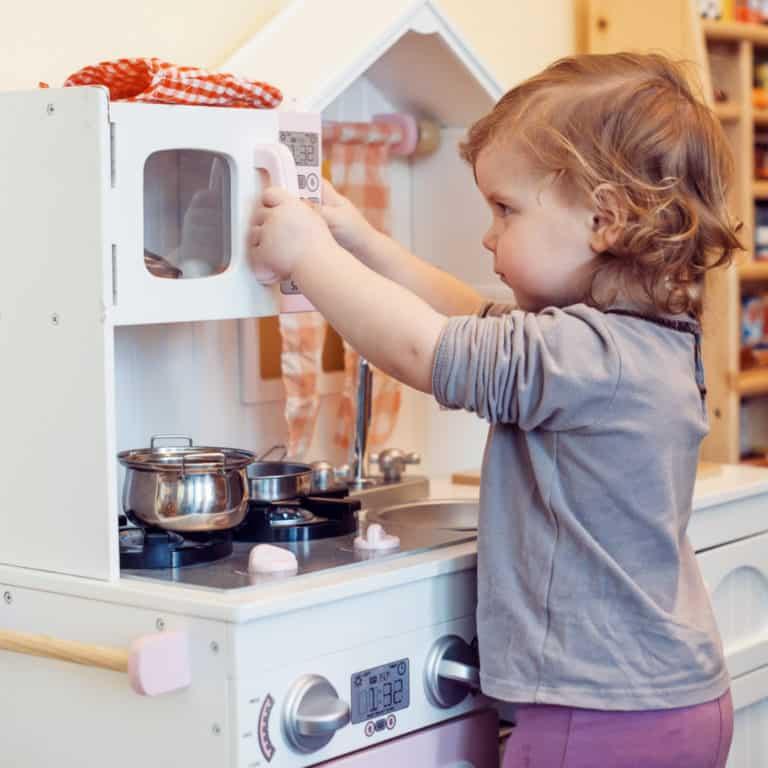 Toddler Play Kitchen Roundup & Review of KidKraft Uptown Kitchen